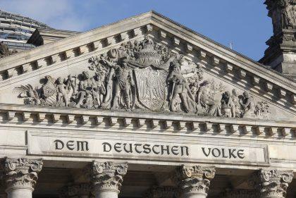 Blick auf das Reichstagsgebäude (Bild: (c) Deutscher Bundestag / Julia Nowak-Katz)
