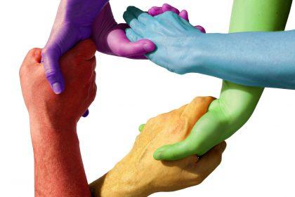 Integration: Viele Hände greifen zusammen