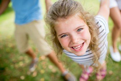 Lachendes Mädchen - Bild: Rover Kneschke / stock.adobe.com