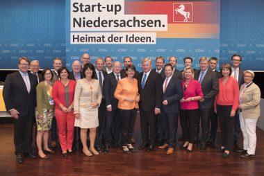 Auf dem Foto sind die gewählten Mitglieder im Landesvorstand der CDU in Niedersachsen zu sehen.
